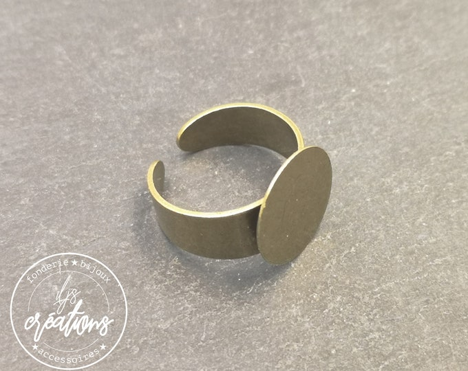 Adjustable ring with tray - brass finish brass