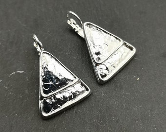 Made in France - Triangle earrings 20x23X1mm with sleepers - tin/milk finish silver 925