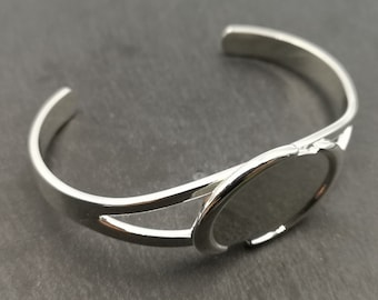 End of stock - Bracelet support with 18x25mm oval tray - Silver metal