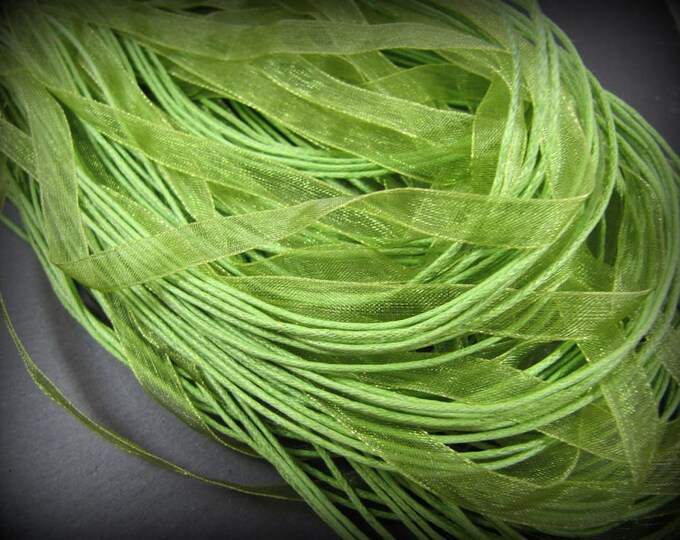 End of stock - 1 lime green organza 45cm neck circumference