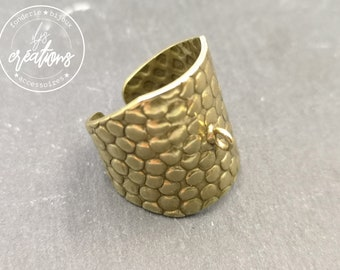 Support hammered signet ring (Cheetah style) 21mm wide with brass ring brass finish