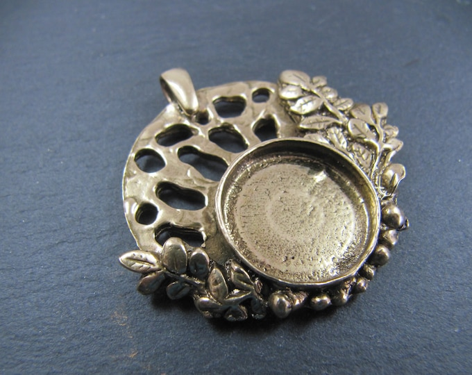 Round pendant with bail and leaf o37mm with 16mm Tin finish brass Bowl