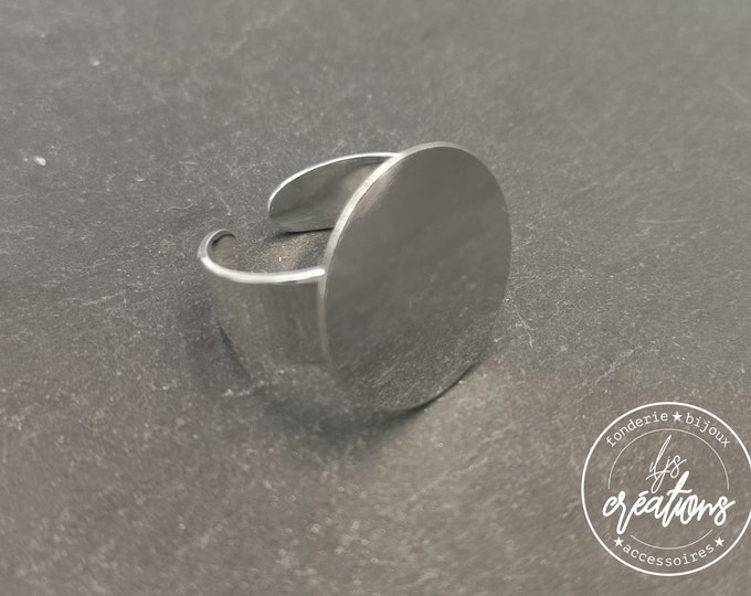 Round ring with brass trim tray 925