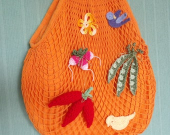 Mesh bag with customized with crocheted vegetables bamboo handles.
