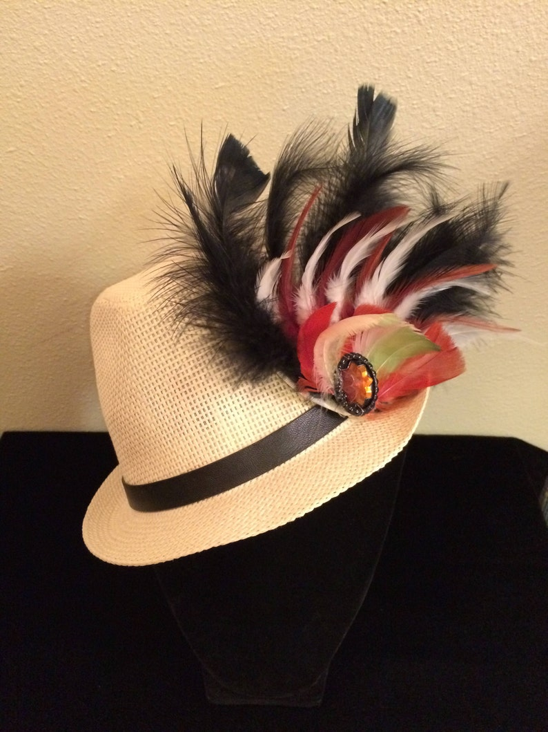 6738e9cb4f861 New Feather Fedora Hat Made of Straw With a Black Leather Belt