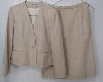 1980s Women's vintage skirt suit with collarless jacket and sheath skirt, size 6