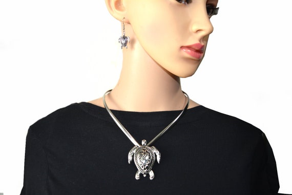 SK2505 Turtle Pendant Cuff Necklace /& Matching Earrings Stainless Steel
