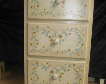 Dresser painted and patinated by hand, unique piece