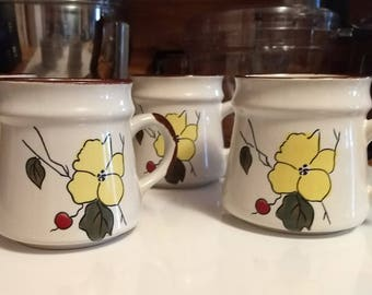 Set of 4 Stoneware Mugs with Yellow flower