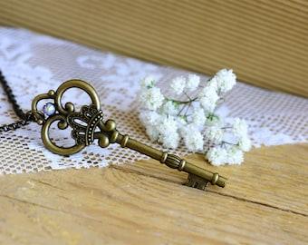 Key necklace, Vintage key necklace, Antique key necklace, Vintage bronze necklace, Long vintage necklace, Key pendant necklace