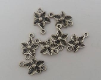 7 1.2 x 1 cm silver coloured flower connectors. For jewelry making.
