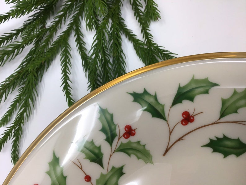 5 Pattern plates available by Lenox Holly and berries gold rim Beautiful 10 inch plates Holiday 5 plates left.sold separately