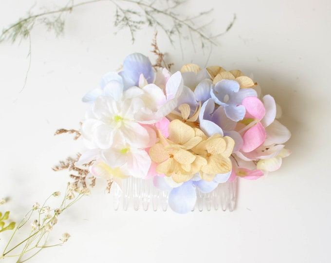Hydrangea Flower Hair Comb / Lightweight Dried Floral Design / Minimal preserved Bridesmaid Flower Gift /Bride and Bridesmaid Hair Accessory
