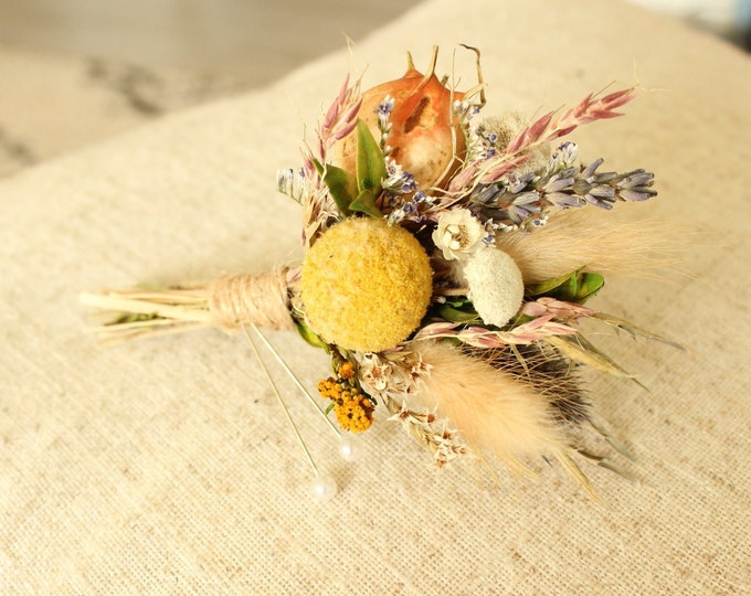 Billy ball Boutonniere / Rustic Dried flowers boutonniere / Dry Lavender Buttonhole / Billy button nigella natural grooms boutonniere