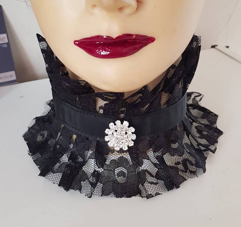 ebe92aff9ec Black Lace Neck Corset Choker Collar With Removable Brooch