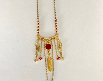 Gold plated necklace adorned with feathers and cascades chains