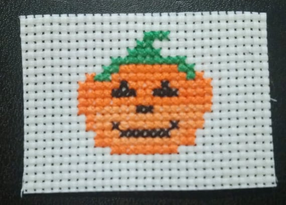 Pumpkin cross stitch pattern - Halloween cross stitch pattern - instant digital downloadable cross stitch pattern - pdf cross stitch pattern
