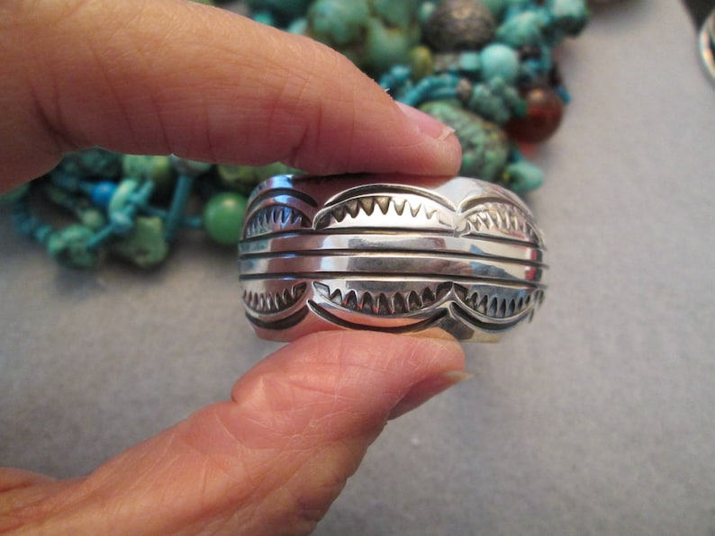 JNB048 Gorgeous Navajo Hand Stamped Cuff Signed Nicely Made 34 wide in Great condition Quite Beautiful Unisex Design