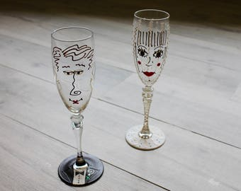 Bride and groom decorative wedding champagne flutes