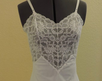 Vintage Vanity Fair Full Slip, delicate lace bodice and hem, size 32