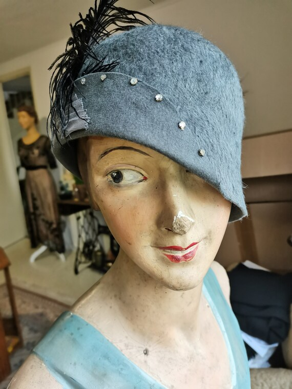 Vintage 1920s  1930s Grey cloche hat  french