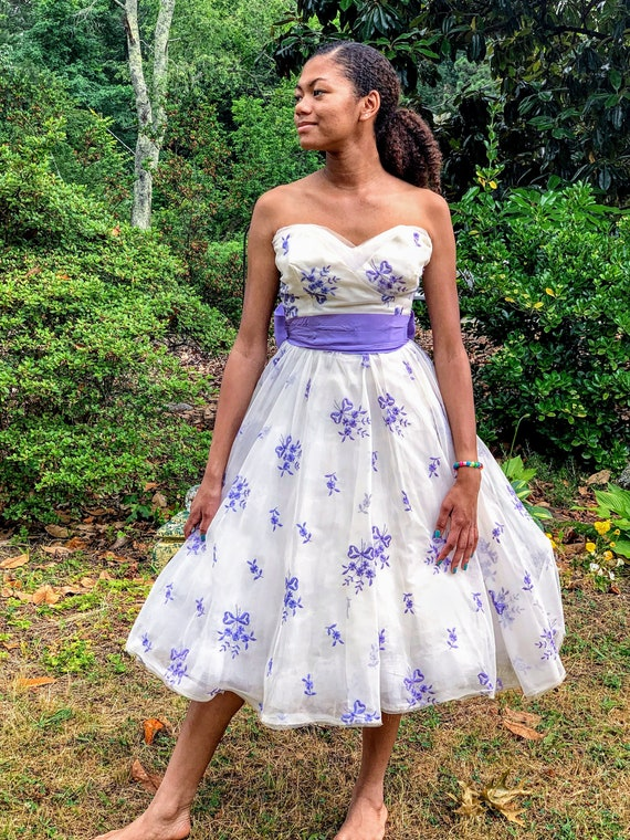 Lavender & White Sweetheart Neck Dress with Bow