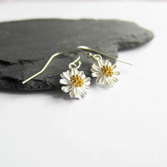Small Summer Bridesmaid 10mm DAISY FLOWER STUD EARRINGS Silver Or Gold Plate