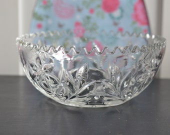 Beautiful Vintage Cut Glass Clear Fruit Bowl Punch Bowl Serving Bowl with Scalloped Edge (A11)