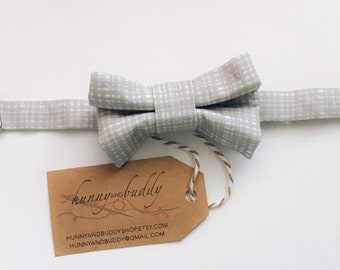 Baby Bow Tie / Boy Bow Tie / Toddler Bow Tie / Infant Bow Tie / Gray and white Bow Tie / Baby Shower Gift / St Patrick's Day