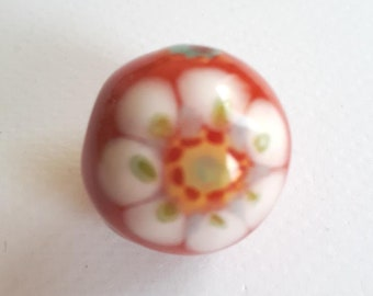 White flower ceramic bead