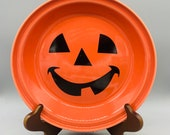 Homer Laughlin Fiesta Happy Pumpkin Pie Plate in Tangerine