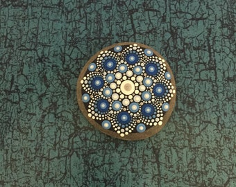 Mandala-Stone Ocean-Flower - handpainted mandala-stone as a gift for a loved one, for meditation, yoga or decoration