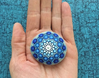 Mandala-Stone Ocean-Blue - handpainted mandala-stone as a gift for a loved one, for meditation, yoga or decoration