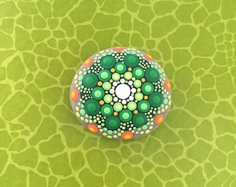Mandala-Stone  green Flower - handpainted mandala-stone as a gift for a loved one, for meditation, yoga or decoration
