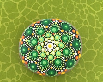 Mandala-Stone  green Flower (big) - handpainted mandala-stone as a gift for a loved one, for meditation, yoga or decoration