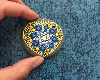 Heart-Stone Ocean-Beach - handpainted mandala-stone as a gift for a loved one, for meditation, yoga or decoration