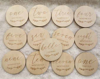 Wooden Monthly Milestone Circles 1-11 Month 1 Year, Name Card, Birth Card, Wooden Circles for Baby Monthly Photographs, BabyShower Gift, MC1