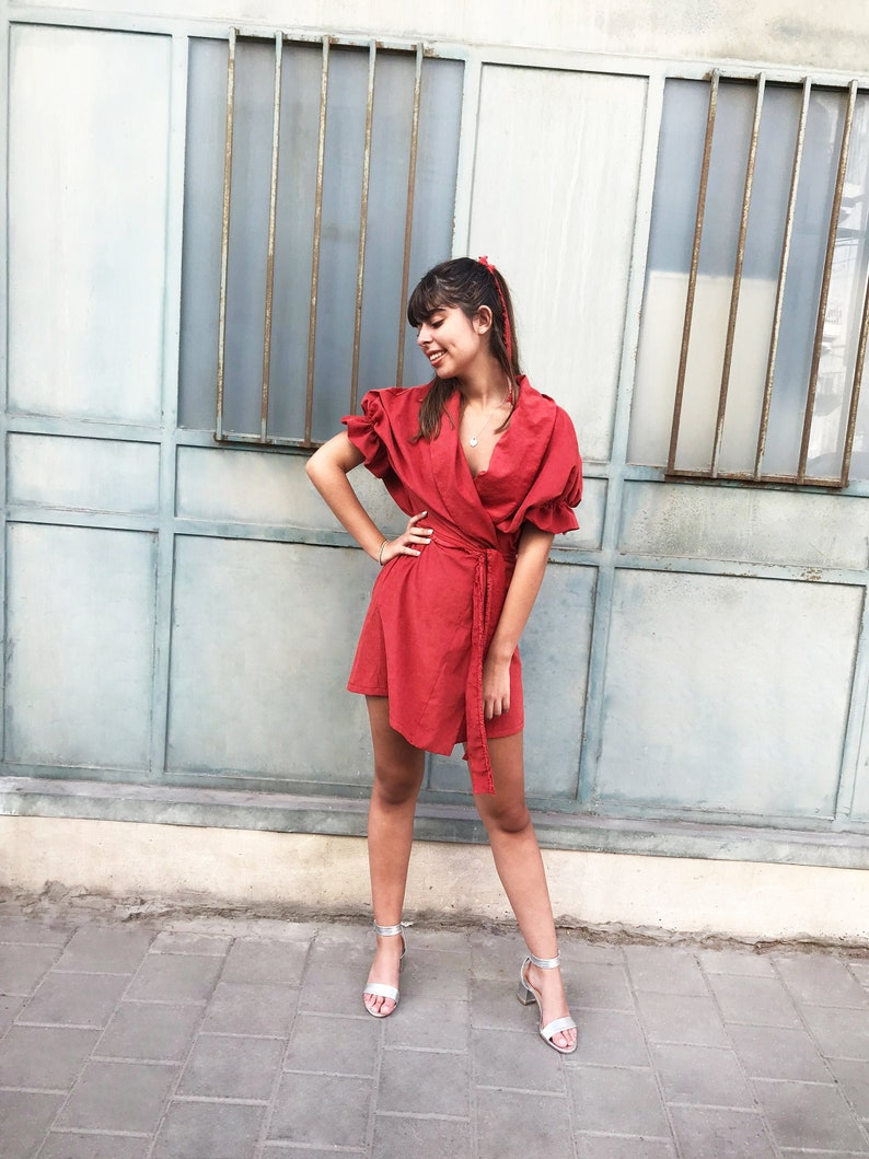 Boho rot wickeln Kleid, Valentinstag rotes Kleid, kurze Puff Kimono Ärmel  Kleid, Sexy Cupro MiniKleid, Vegan Kleid
