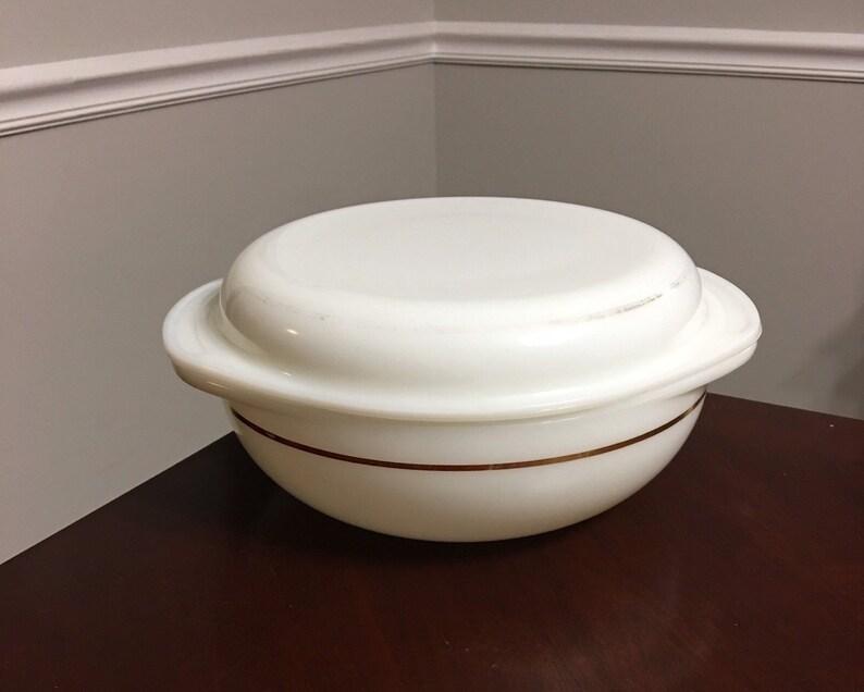 Pyrex 024 Opal Milk Glass Gold\u00a0Band 2 Quart Casserole Bowl with Lid