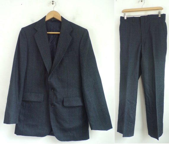 Vintage Dark Gray Pinstriped Suit Mens 38R & 31 Wa