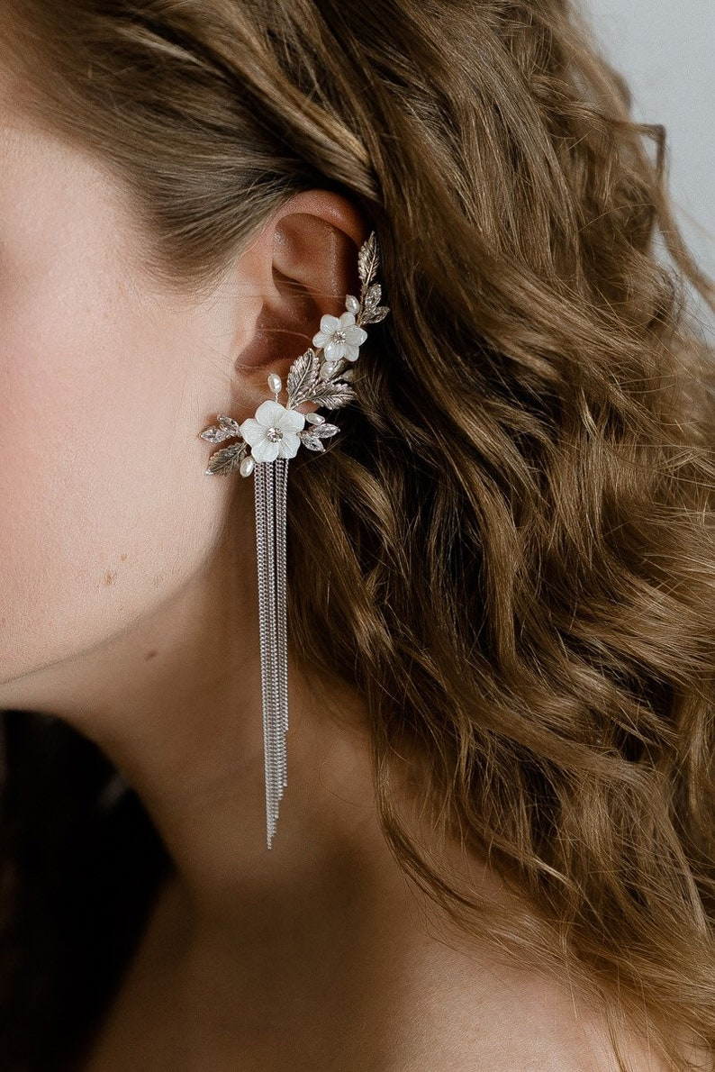Mother of pearl floral ear cuff Cartilage earring Ear climber Flower earrings Bridal earrings Silver arcuff Ear cuff no piercing Ear wrap