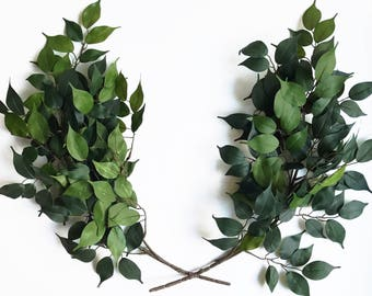 Faux laurel wreath//housewarming gift// farmhouse style// home decor