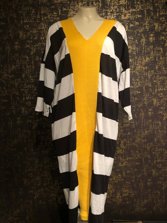 25% OFF Vintage Black and White Cocoon Dress/ Mond