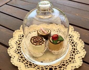 Glass backsplash with felt cakes