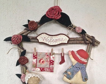 "Wooden cottage garland with fabric decorations ""Sue stretching"""