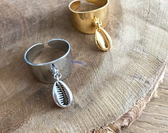 Adjustable brass ring with shell