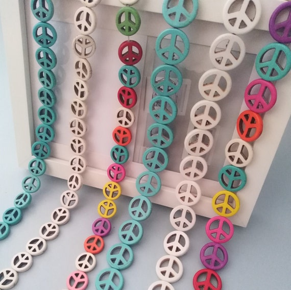 Lot de 6 perles symbole de paix  peace and love 15 mm en HOWLITE