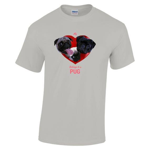 Carlin chiens dans un fauve, coeur Design T shirt - fauve, un noir et chiot Carlins au coeur d'un rouge riche, mon coeur appartient à un Carlin, cadeau idéal pour les propriétaires de Carlin 421474