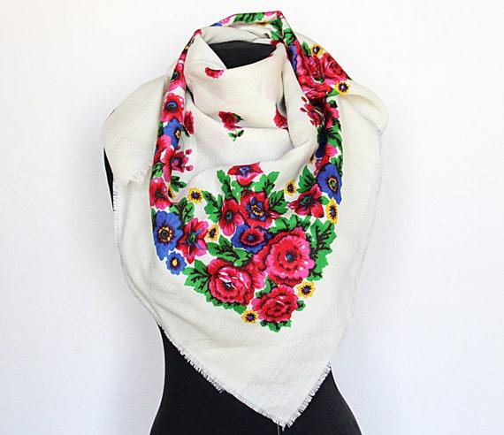 SALE ! Vintage shawl Russian shawl Wool floral sca