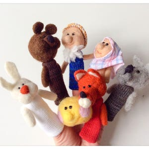 3 littles pigs finger Zhang puppets three little pigs wool felted and knitted finger puppets